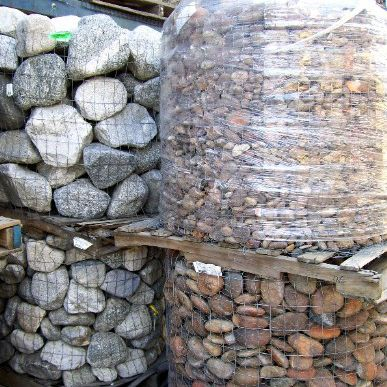 paving materials rocks in pallets