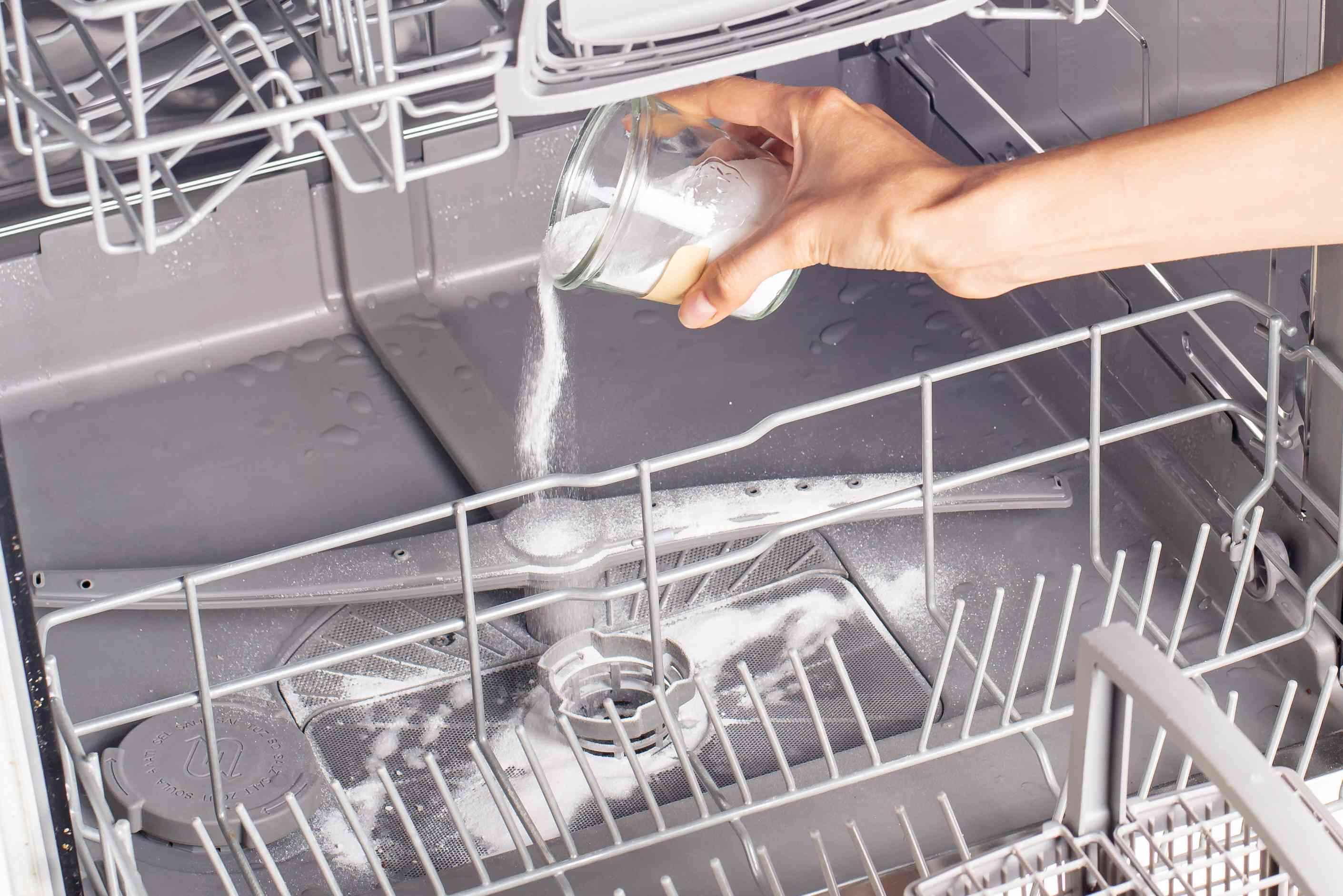 How Clean a Dishwasher
