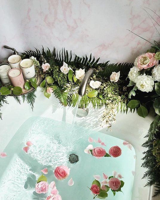 Flowery bathtub