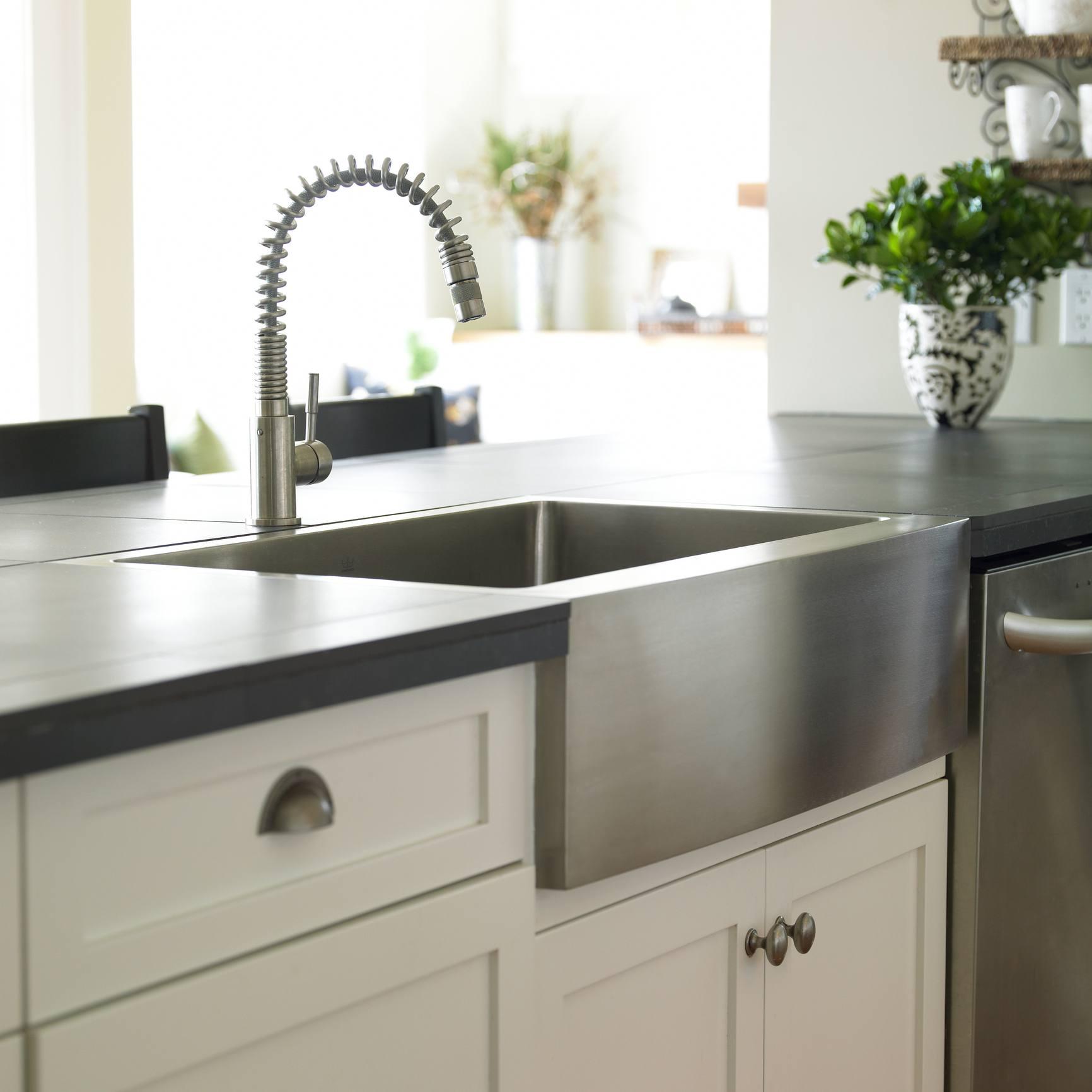 Farmhouse or apron kitchen sink