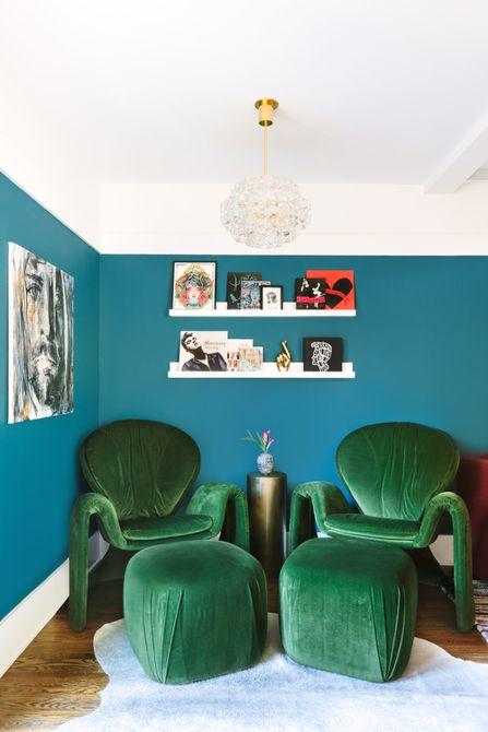 Luminaria de cristal en la sala de estar verde azulado