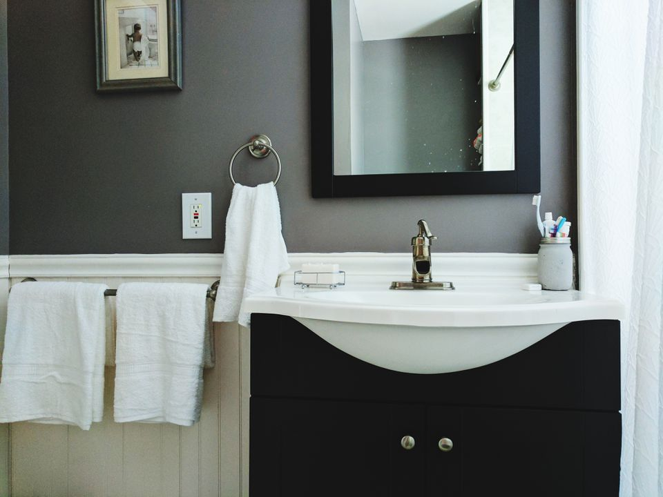 Budget decorating ideas for your guest bathroom - How to decorate a guest bathroom ...
