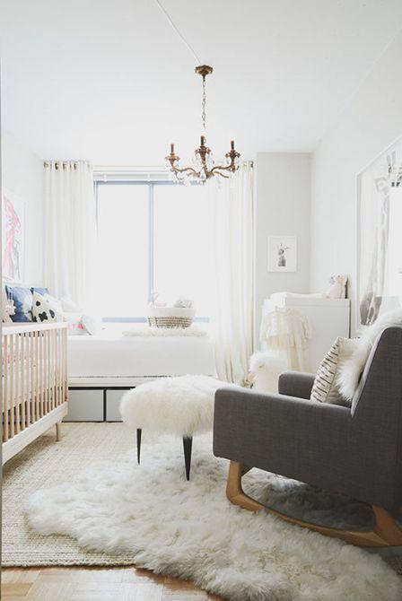 Espacio neutral de la habitación infantil / habitación de invitados con ricos acentos de textura.