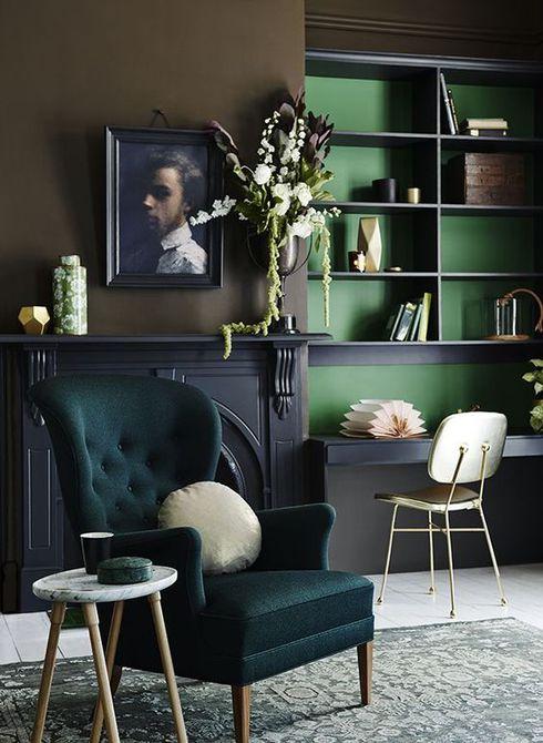Sala de estar en tonos verdes cálidos