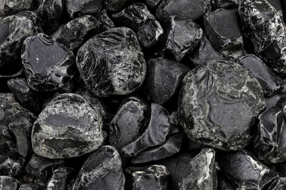 Several obsidian rocks