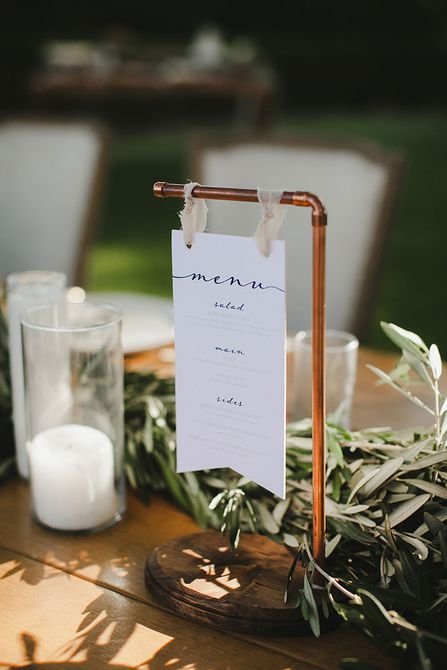 letrero de menú de boda en barra de cobre