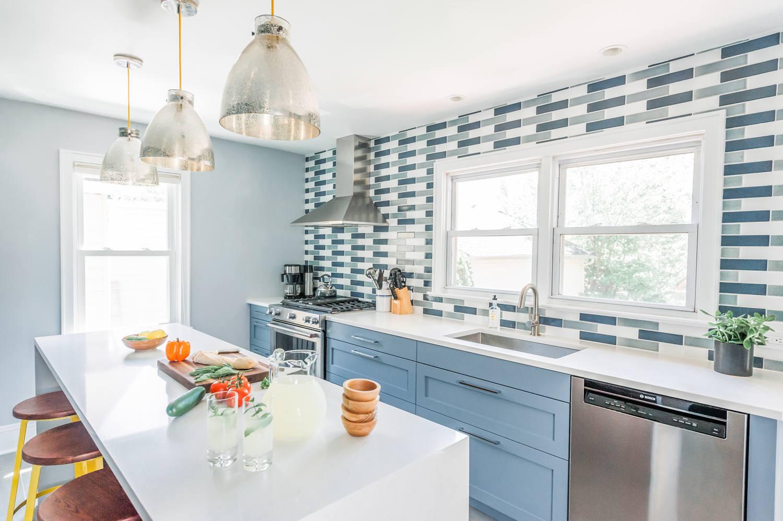 azulejos coloridos en la cocina moderna