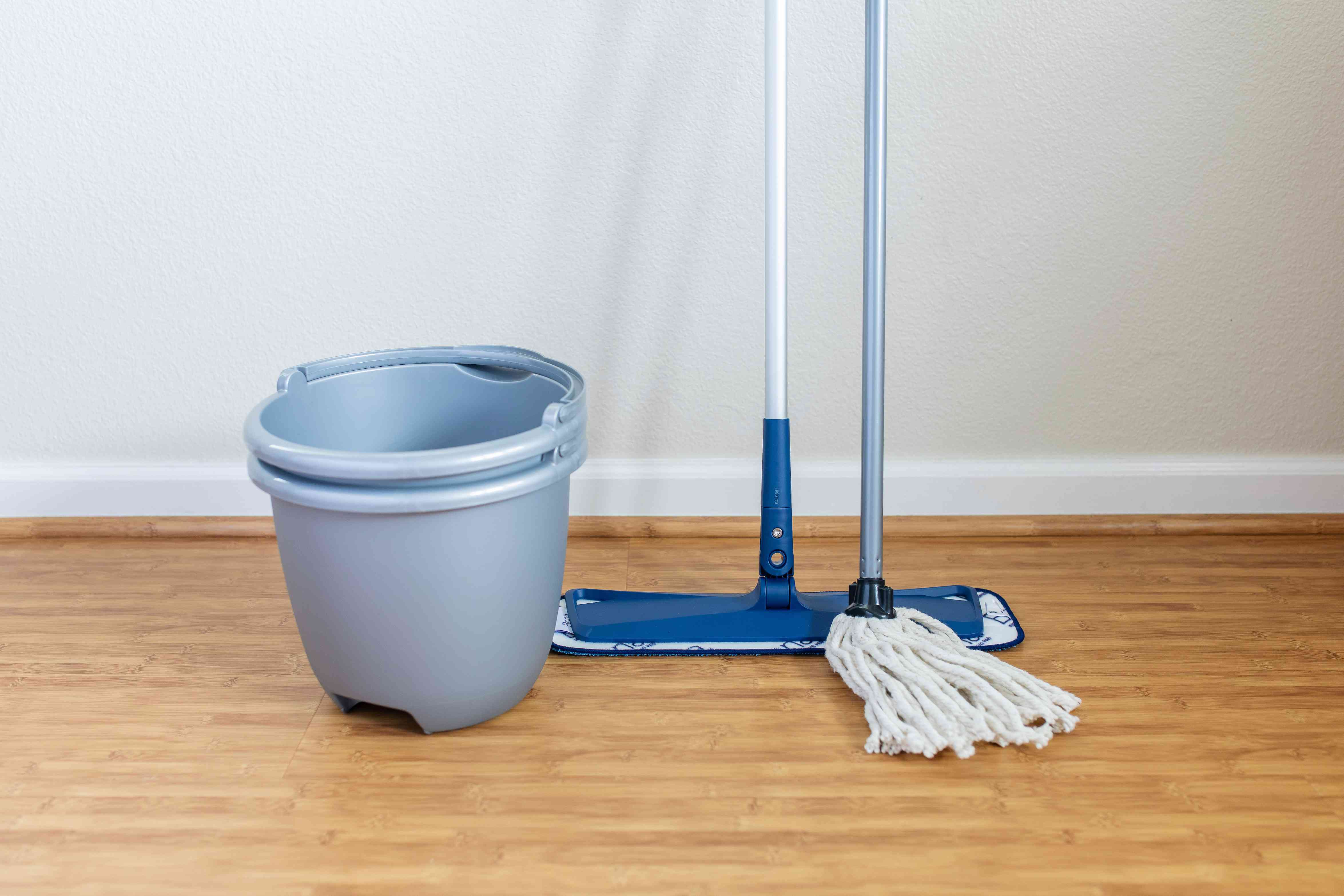 Choosing the right mop and buckets
