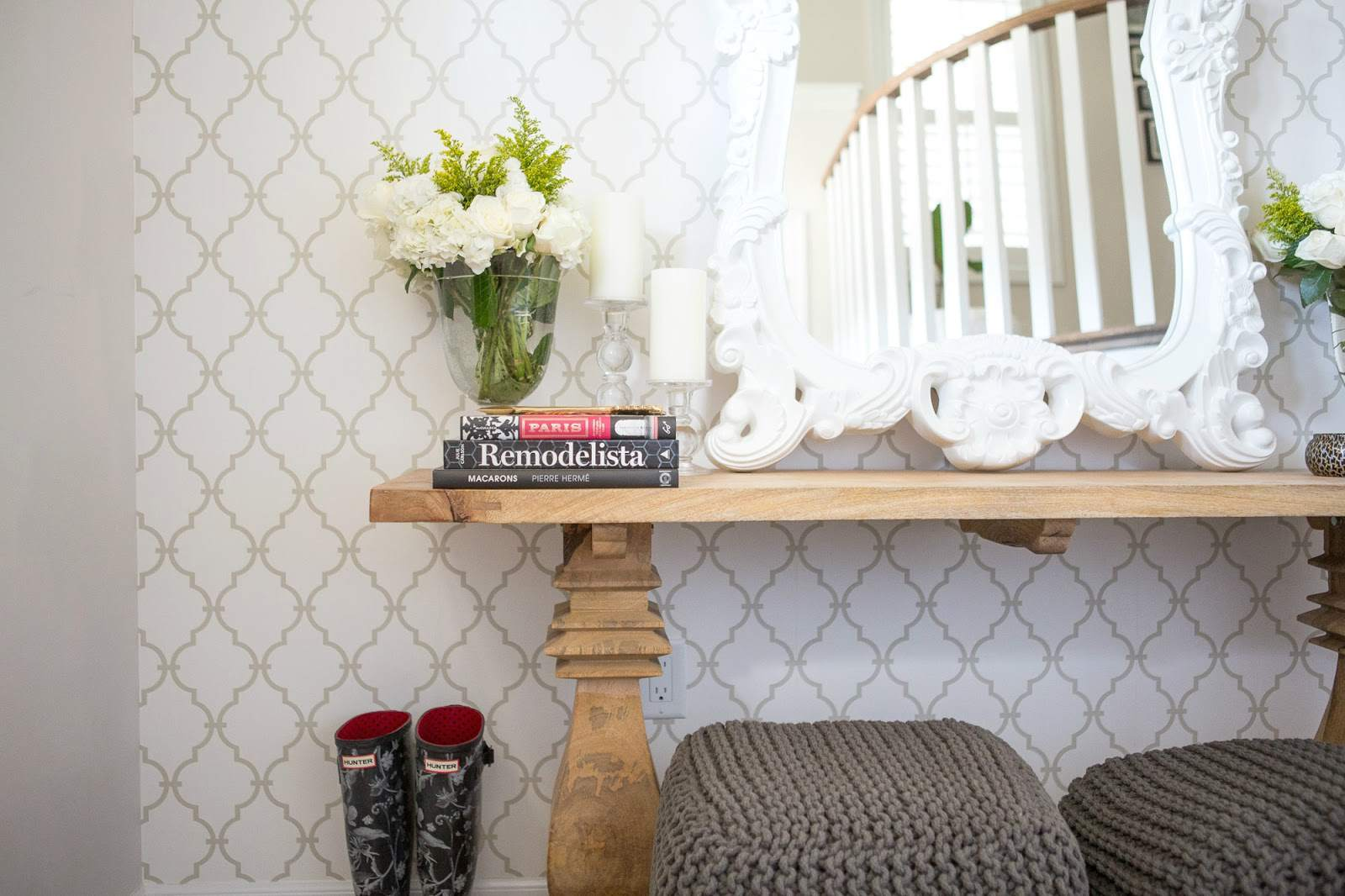 Wallpaper-White-Wood-Classic-Entryway
