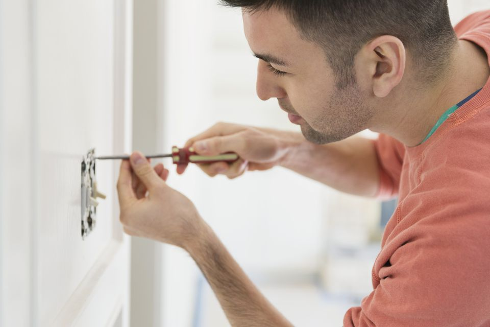 How to Repair an Electrical Wall Switch