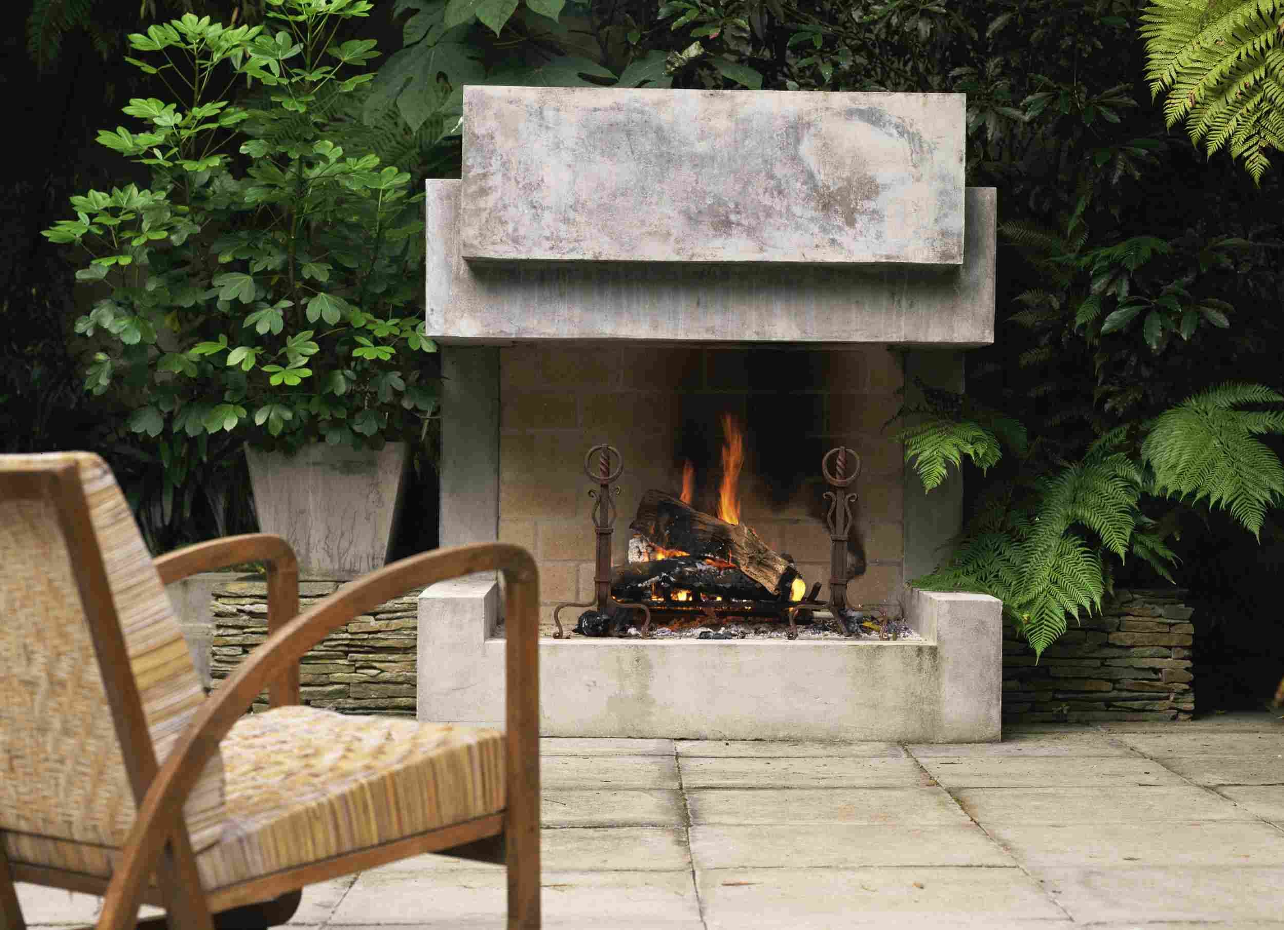 How to Heat Your Outdoor Patio on Modern Backyard Fireplace id=89483