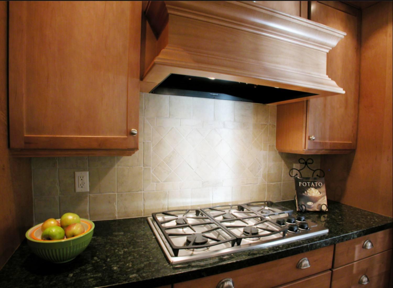 Diseño de cocina con campana de madera