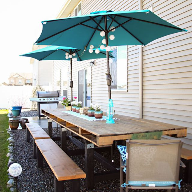 A pallet dining room table outside by a house