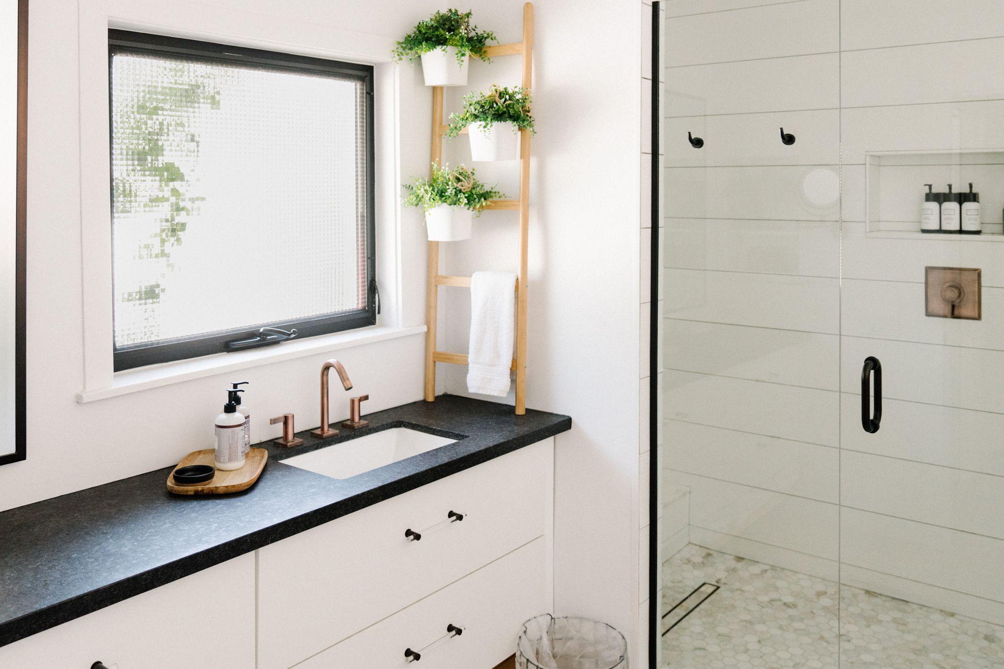 15 Modern Farmhouse Bathrooms, Modern Farmhouse Bathroom Decor Ideas