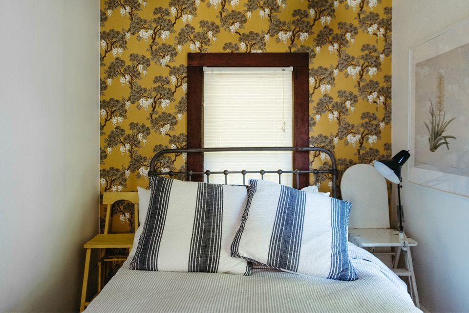 wallpaper in a bedroom
