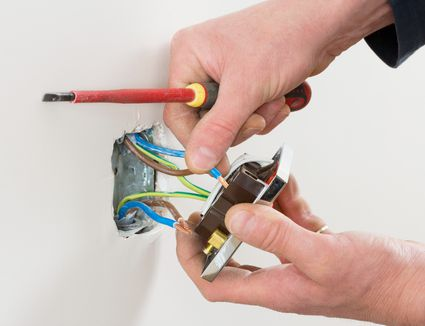8 Common Electrical Mistakes Homeowners Make
