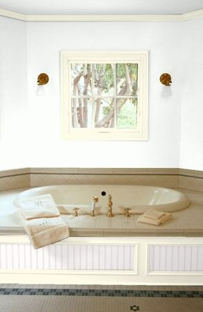 blanco pintura de baño