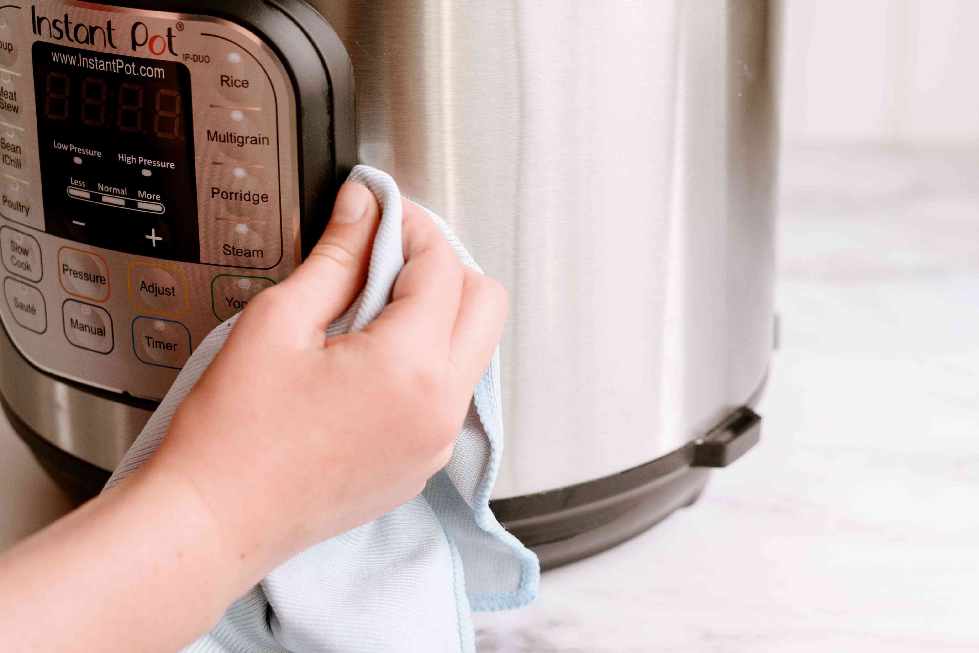 wiping the instant pot dry