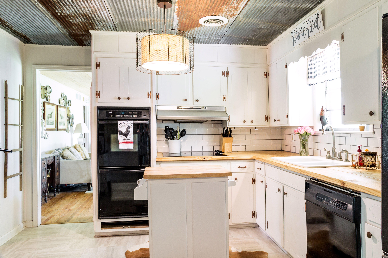 corrugated-steel-ceiling-kitchen