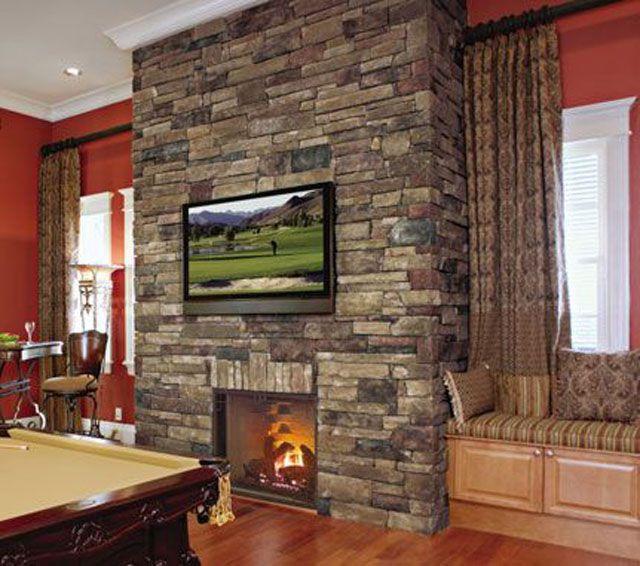 marco de chimenea de piedra Ledgestone de montaje en seco con televisor de pantalla plana montado