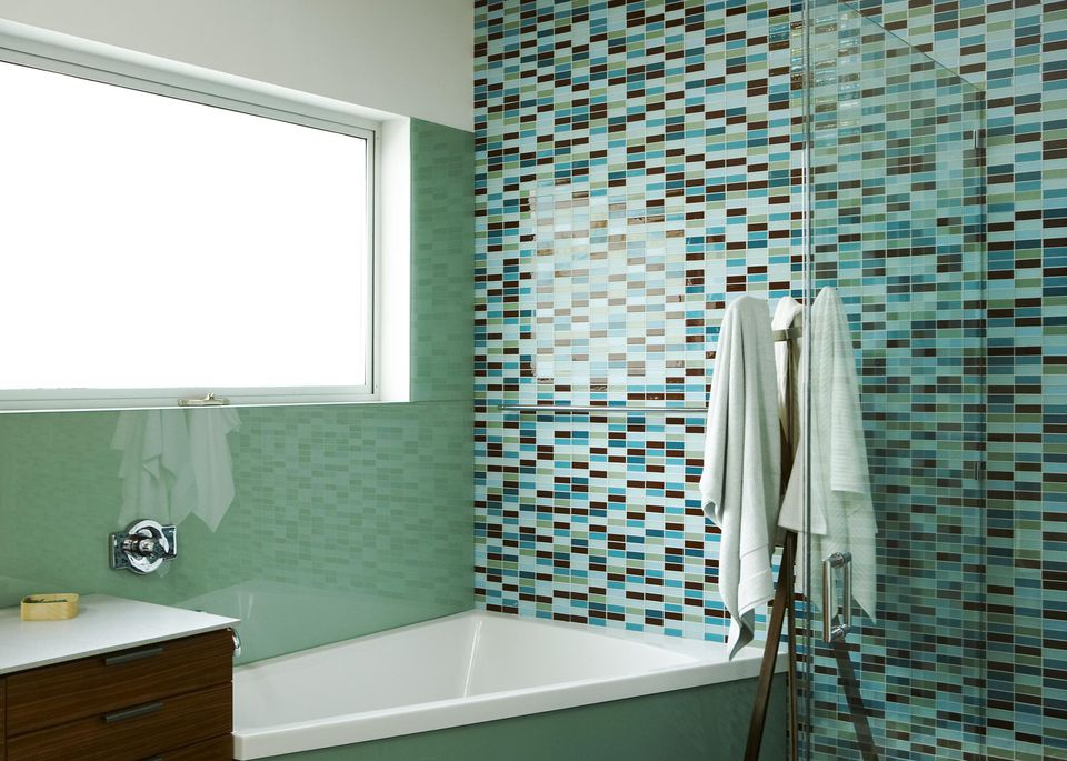 5 Best Bathroom Wall Options