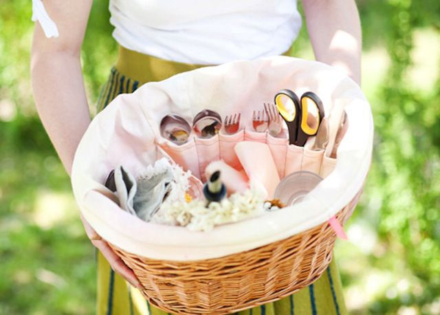 Picnic basket with a liner