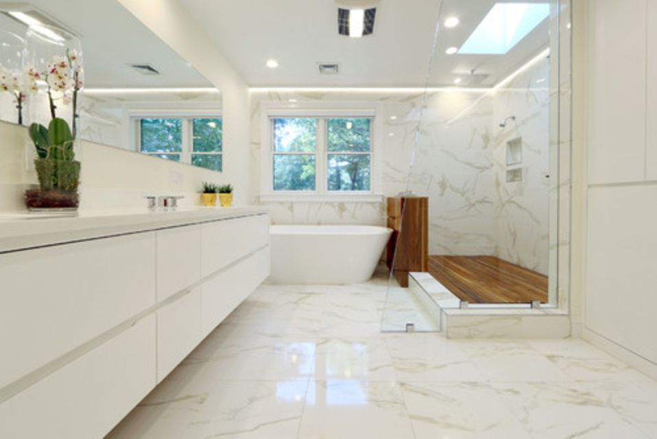 . 16 Gorgeous White Marble Bathrooms