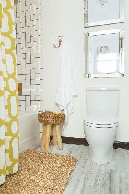 Baño contemporáneo con gancho estilo alambre