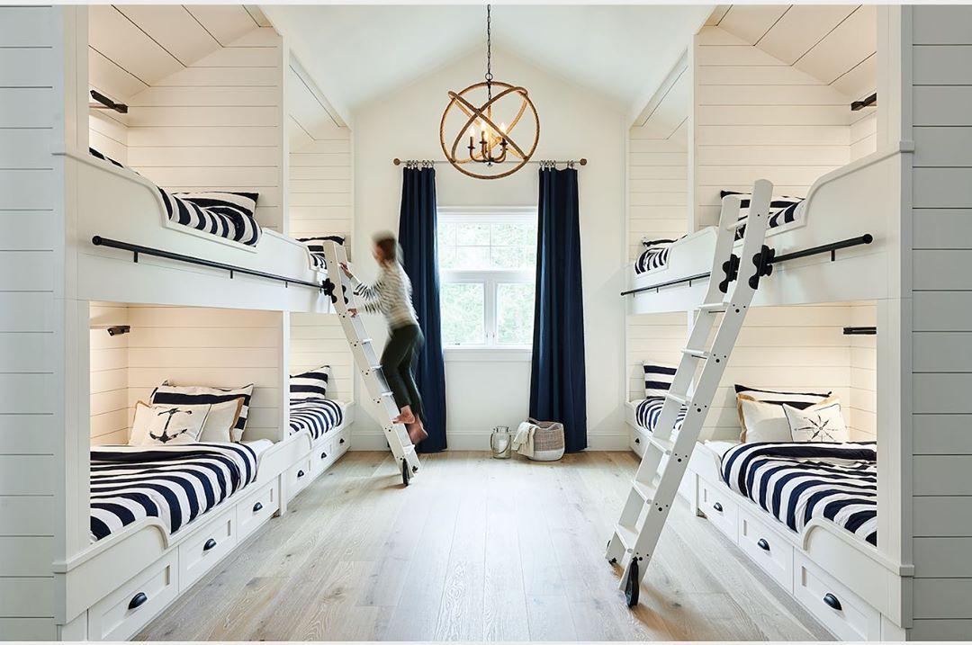 Habitación náutica con literas