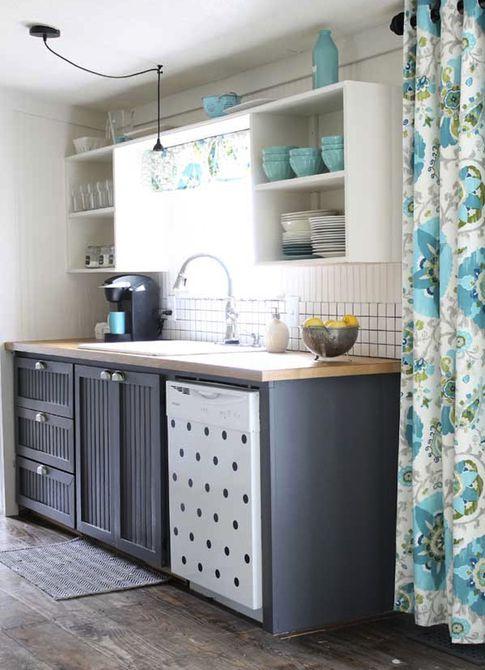 Cocina con llamativos gabinetes grises , 5 Bloggers + 1 Paleta: HGTV Color Reveal | Color.About.com