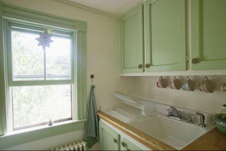 Small Kitchens: Basics, Layouts, and Design Tips