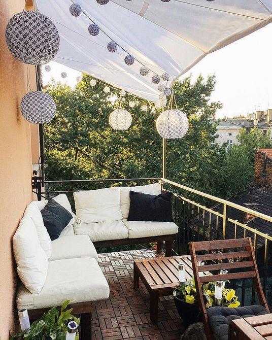 balcón con linternas de papel