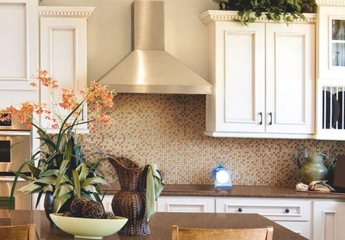 Wood-look porcelain kitchen tile backsplash