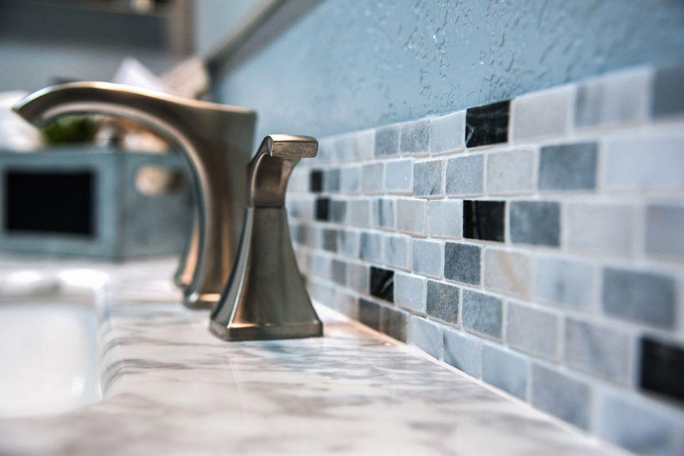 Protector contra salpicaduras de azulejos de baño
