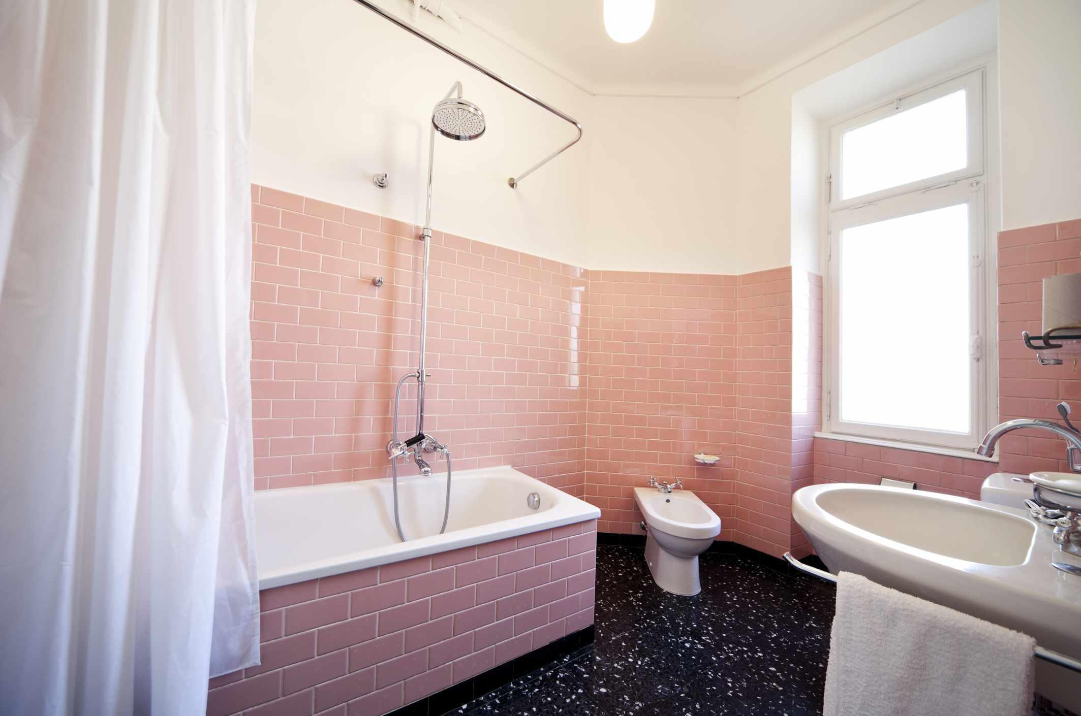 Sixties pink tile bathroom