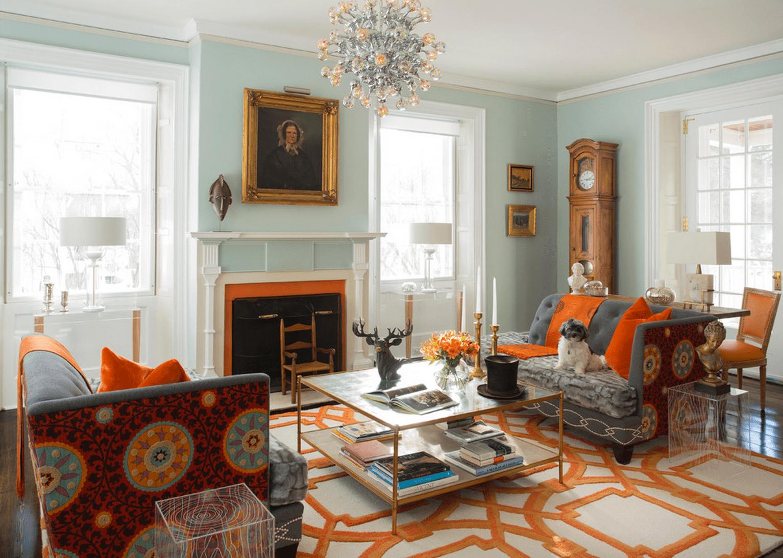 Sala de estar naranja y aguamarina