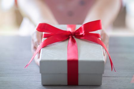 Wedding Anniversary Gifts for Each of the First 5 Years