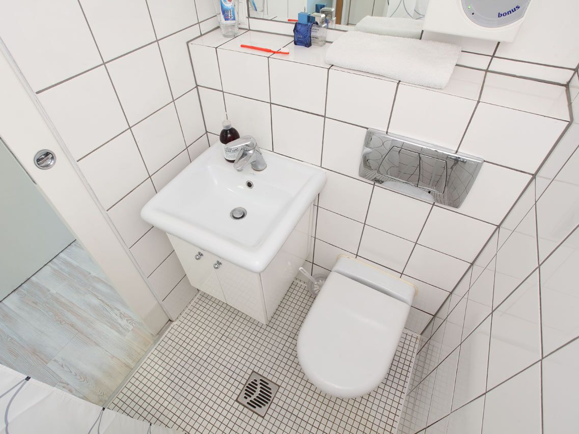 7 Tiny Bathrooms Brimming With Stylish Function