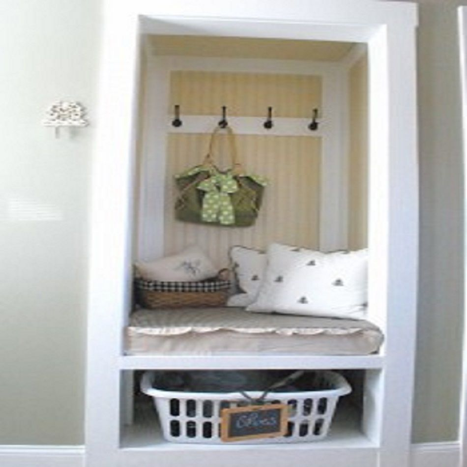 Mini mudroom