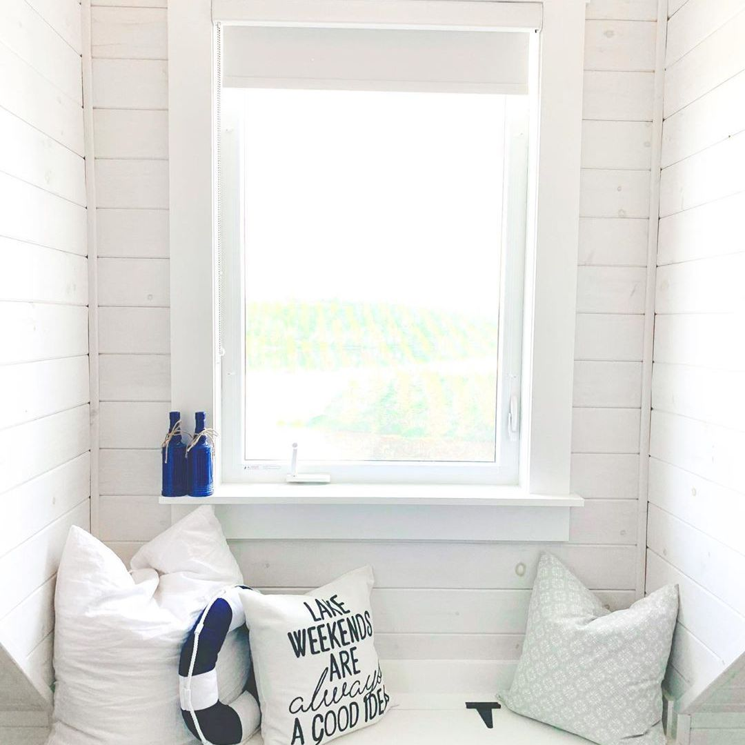 Window seat with throw pillows