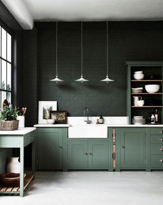 Cocina verde con bloques de color