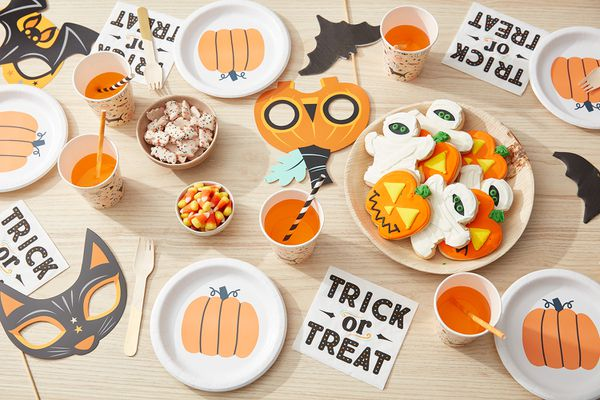Halloween kids party table setting