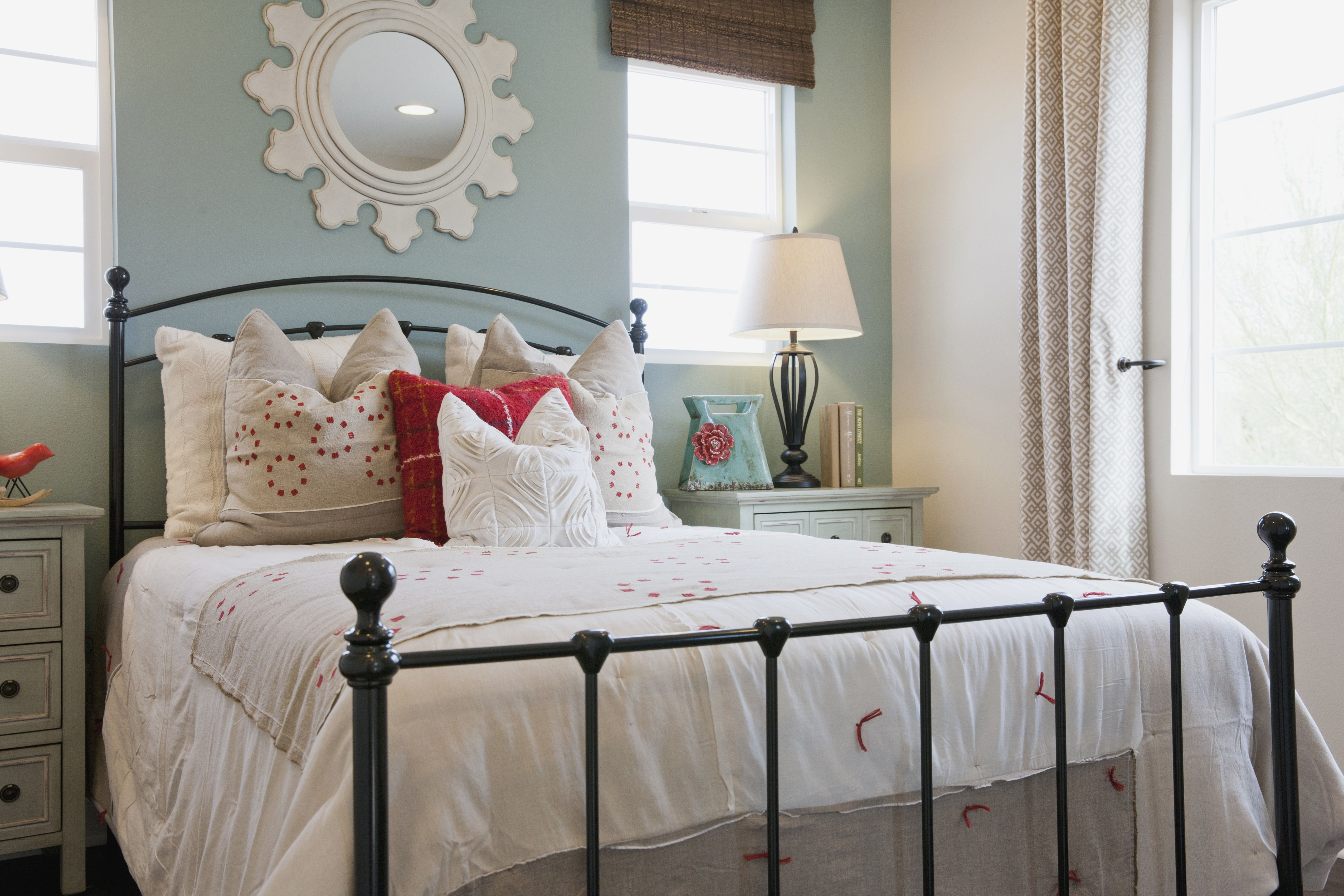 s and Tips for Decorating a Shabby Chic Bedroom