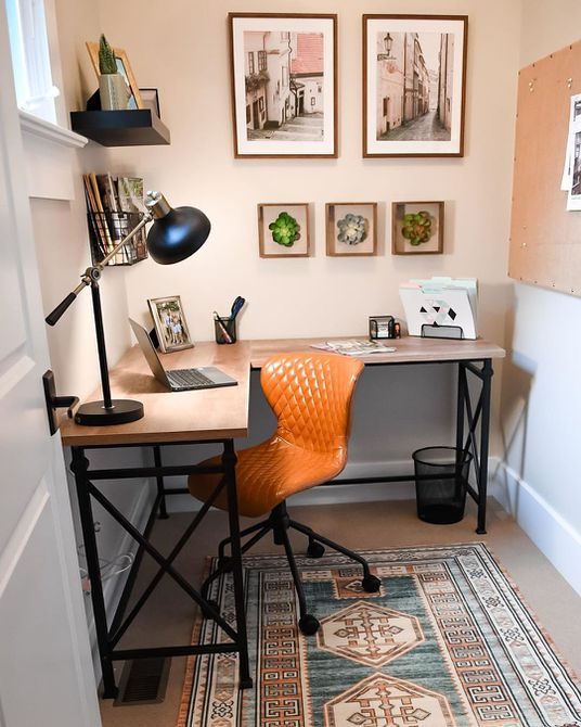 Escritorio de esquina en oficina en casa