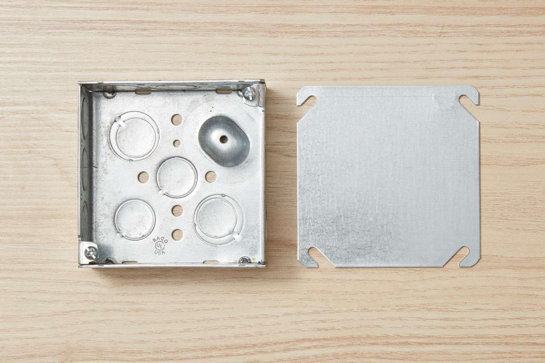 Metal electrical box