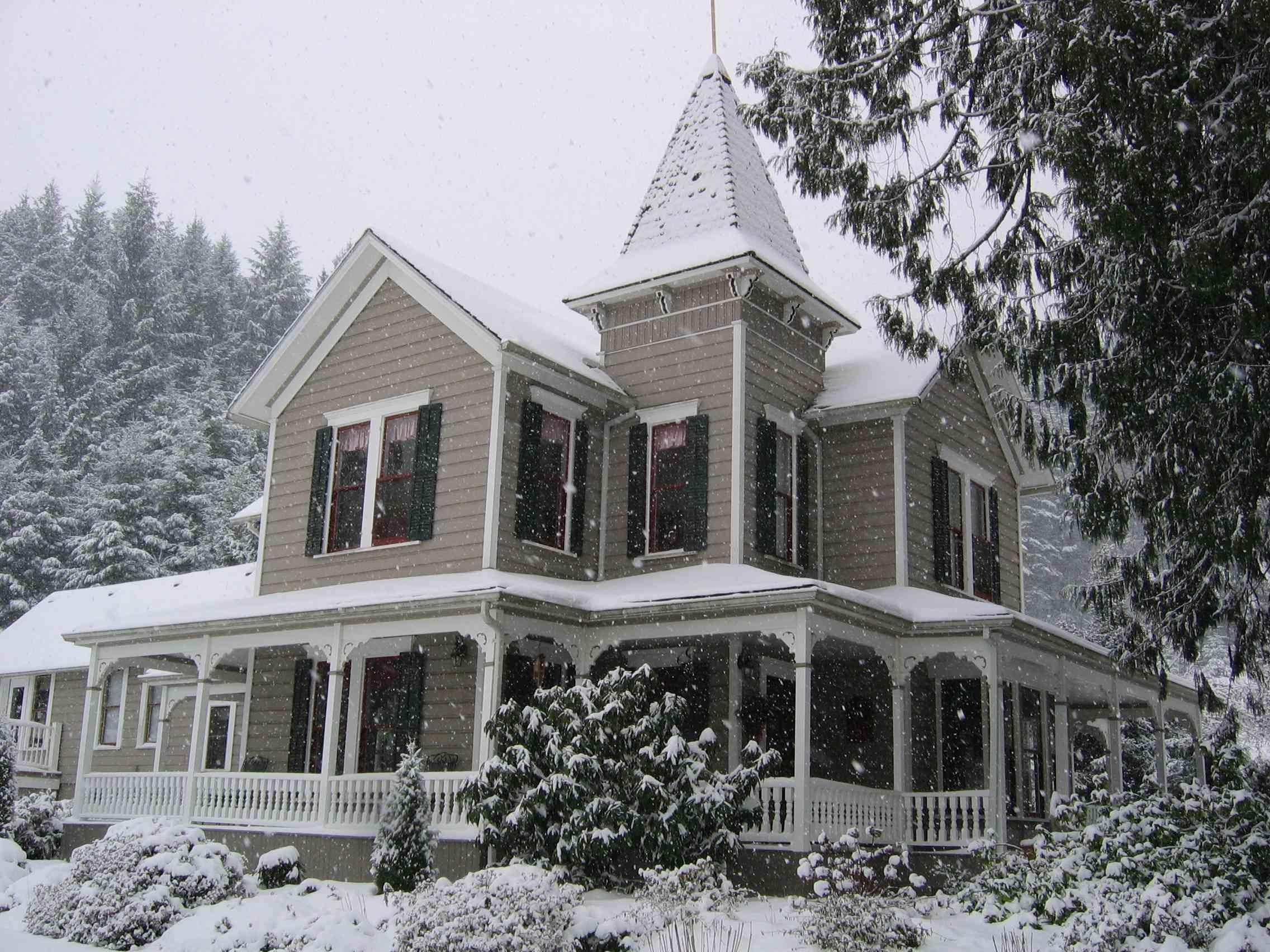 Queen Anne Victorian house in Oregon.