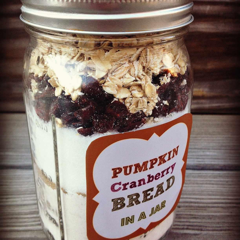 DIY Pumpkin Cranberry Bread in a Mason Jar