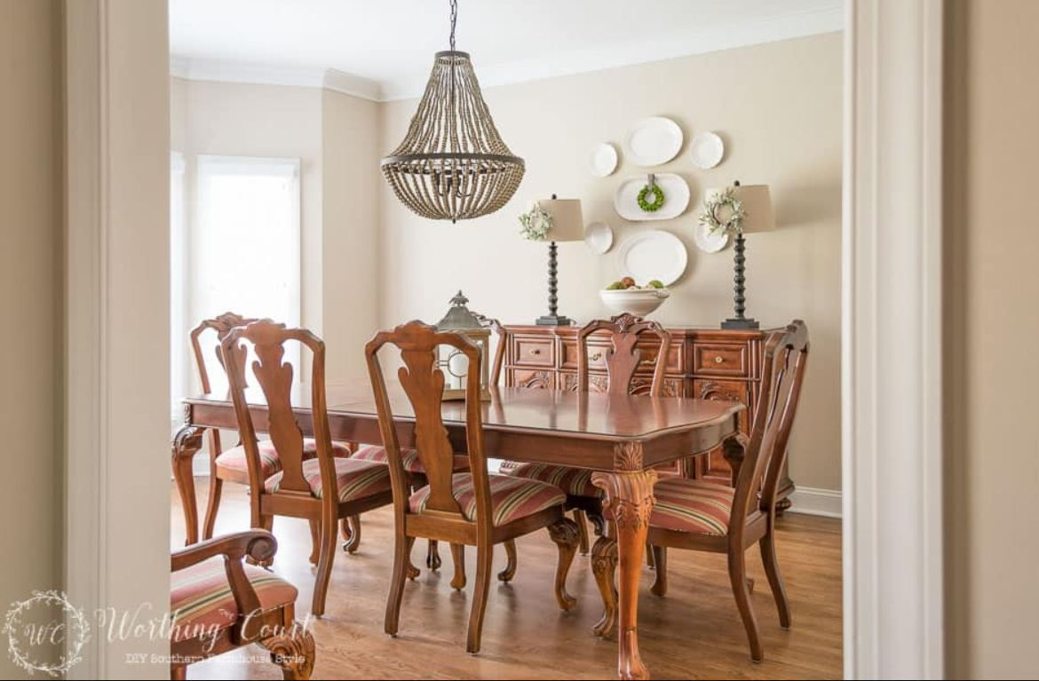 Traditional dining room with farmhouse touches.