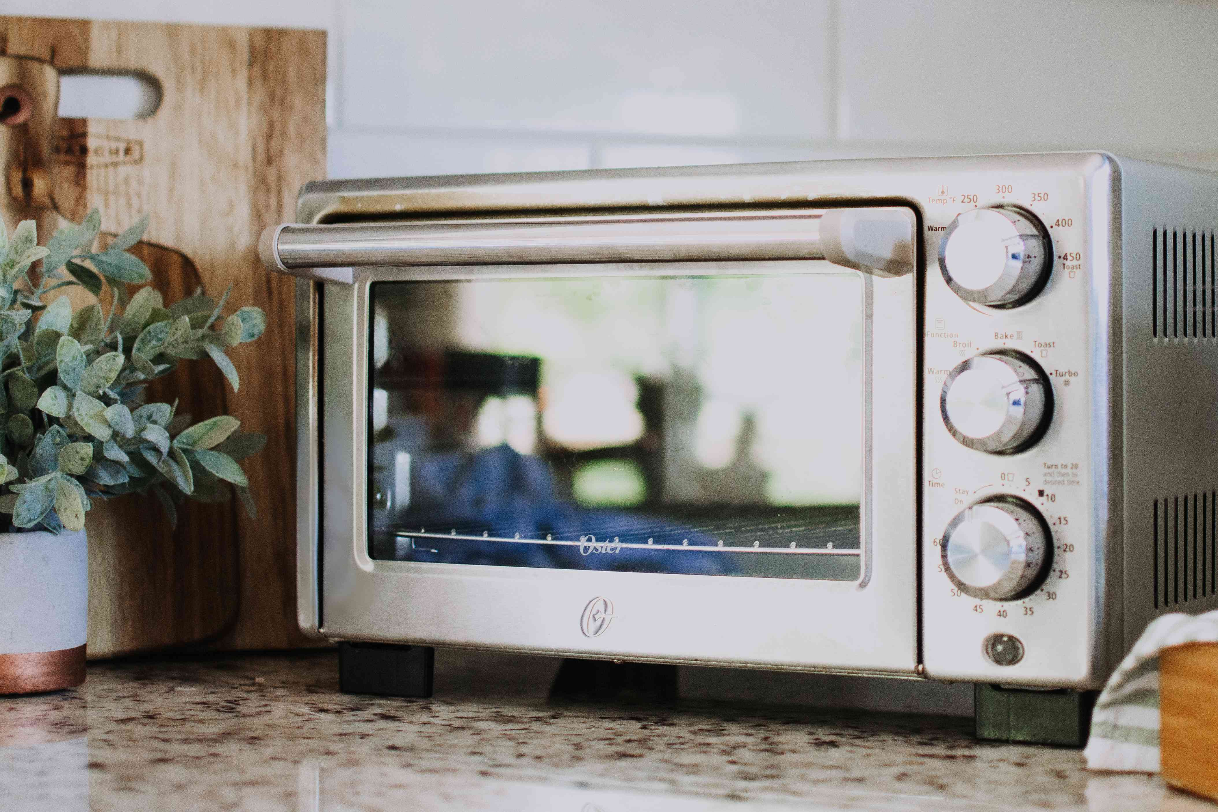 a clean toaster oven
