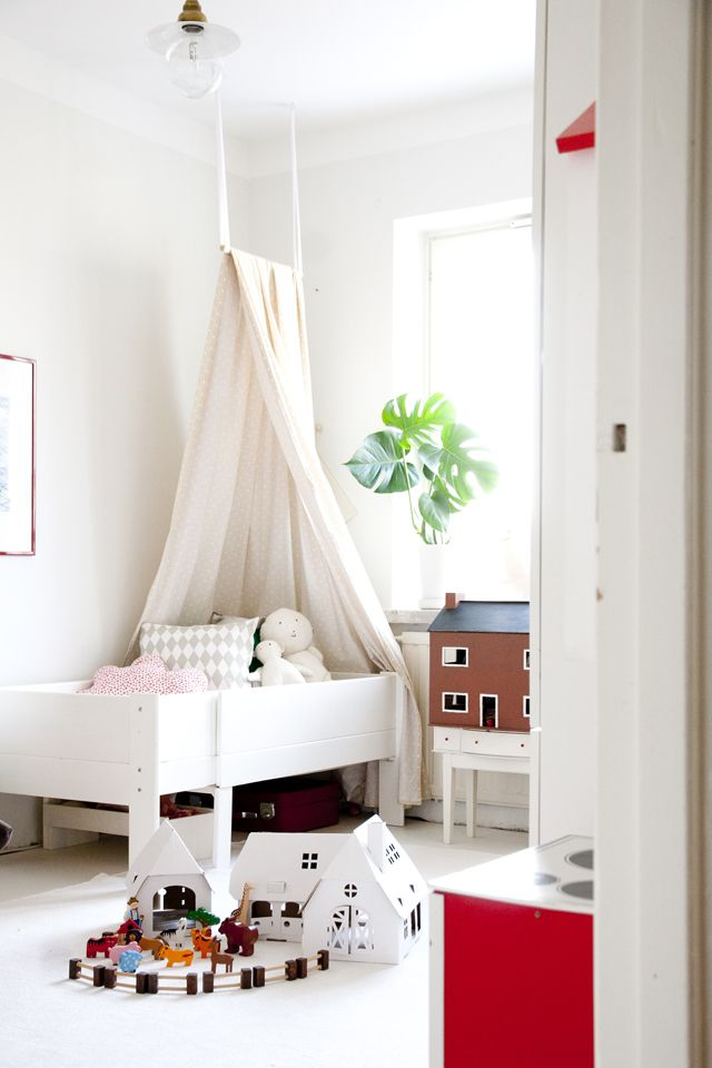 Simple DIY canopy bed idea for girl's room